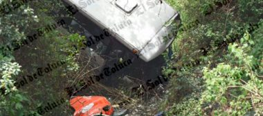 [Video] Cae a barranca camión con pasajeros en Toluca