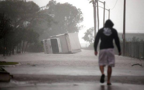 Violento paso de huracán Irma por Florida deja tres muertos y severos estragos