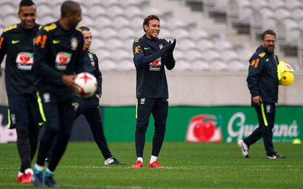 Neymar se refugia en la 'Seleçao' ante tormenta mediática en Francia