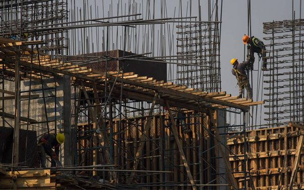 Pronostica Banxico un ajuste a la baja por sismos y huracanes