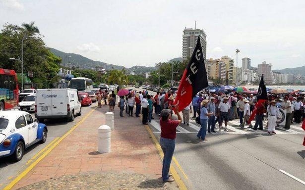 CNTE se moviliza en tres estados