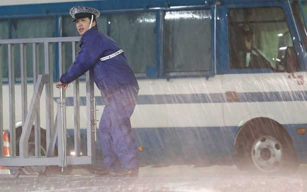 Tifón Lan deja dos muertos en Japón; piden a miles de residentes evacuar la zona