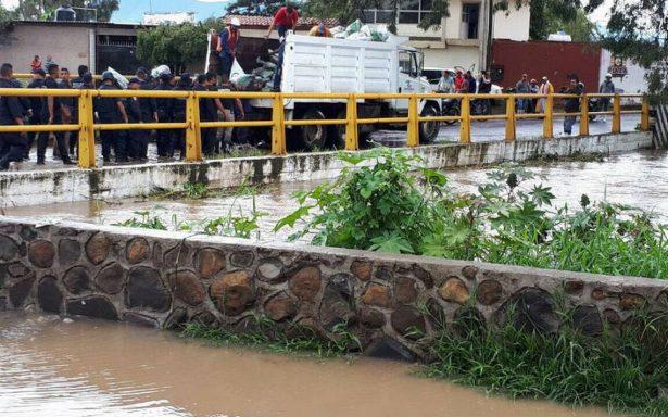 Se desborda el río Balsas tras desfogue de presa en Guerrero