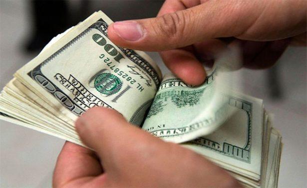 Dólar sube a 19.40 pesos en bancos capitalinos