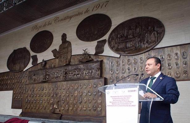 Develan mural histórico por festejo de la Constitución