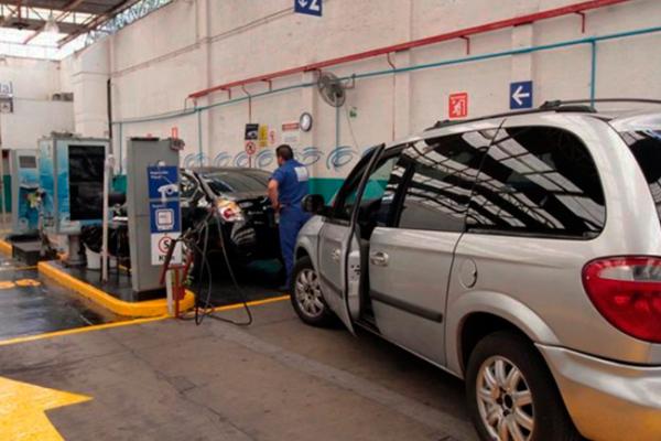 """Transas en 13 verificentros; cancelados por """"saltarse"""" dos normas vehiculares"""
