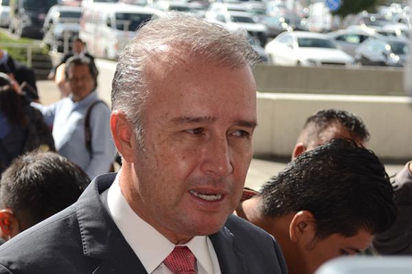 Mario Calzada entrega Plaza Cívica remozada