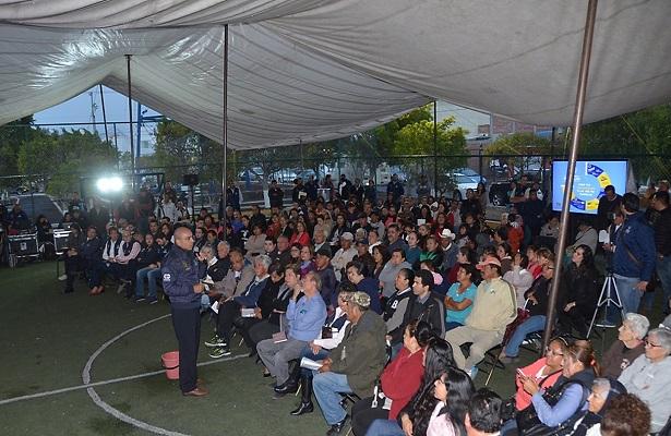 Encabeza Marcos diálogo ciudadano en más colonias