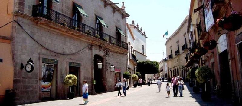 Los andadores del Centro Histórico de Querétaro representan un espacio de convivencia que favorece la salud de los paseantes, la economía de los Establecimientos y desde luego al sector turismo.