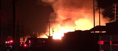 Voraz incendio; ardió bodega de tarimas en el Parque Industrial Bernardo Quintana