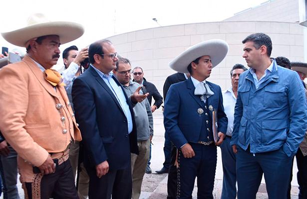Charros se manifiestan en Centro Cívico