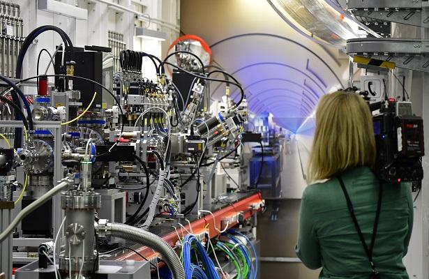 Un láser gigante para espiar átomos y virus