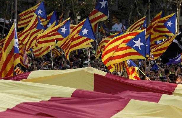 700 alcaldes de Cataluña bajo amenaza de investigación y arresto