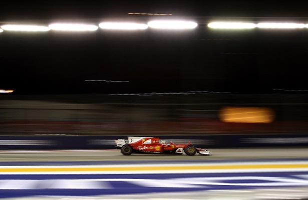 Vettel se lleva la pole en Singapur; Hamilton retrasado
