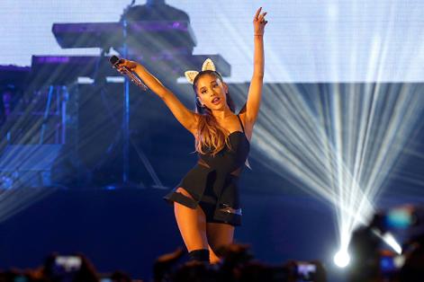 """""""Volveré a Manchester, una ciudad increíblemente valiente"""", dijo Ariana Grande, antes de regresar a la misma ciudad en la que vivió el horror de un atentado, para dar un concierto benéfico. Foto: Mast Ihram. Foto: EFE"""