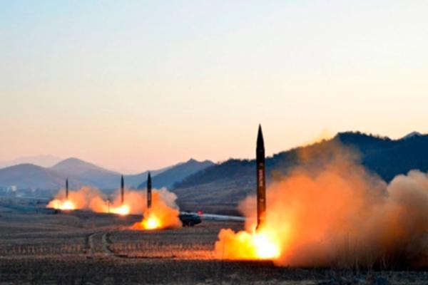 Corea del Sur lanza misil de largo alcance simulando ataque a Norcorea
