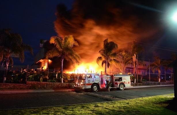 Se incendió empresa de tractores en El Marqués