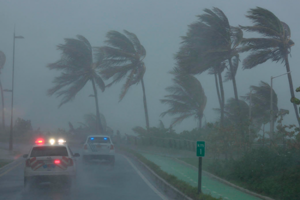 Irma desata su furia sobre Cuba y se mueve hacia Florida
