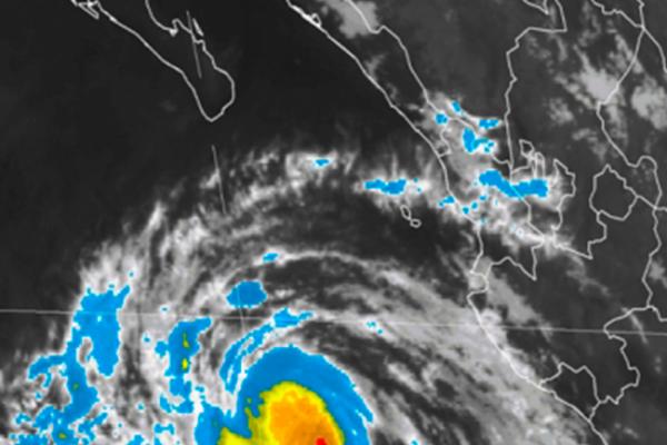 Norma se aleja de Los Cabos, impactará más al norte
