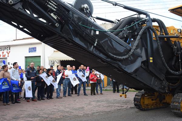 Siguen los trabajos de repavimentación en El Rocío