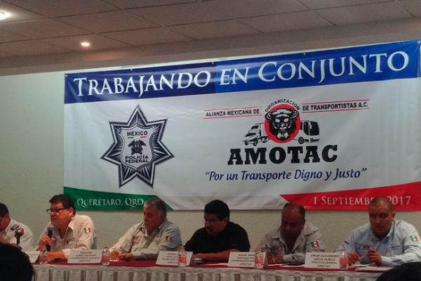 Firman convenio para seguridad de transportistas