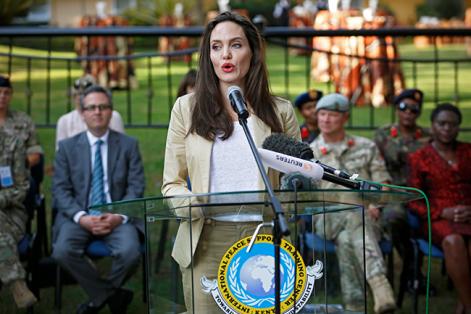 """Angelina Jolie cree que """"la forma en que tratamos a los refugiados mide la humanidad de nuestras naciones"""". Foto: Dai Kurokawa (EFE)."""