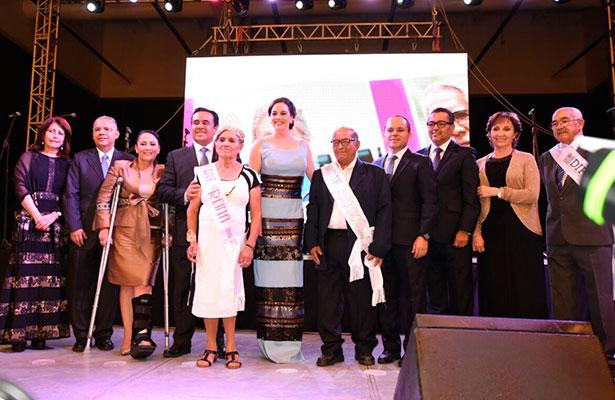 Karina de Domínguez preside Baile de Gala del Adulto Mayor