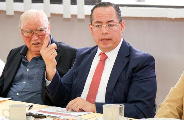 Calixto de Santiago presenta plan de trabajo con Valuadores