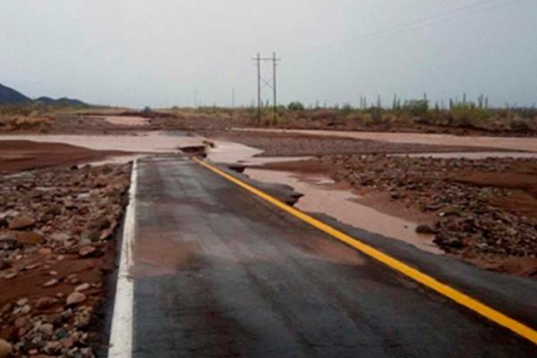 Lluvias provocan cortes carreteros en Baja California Sur