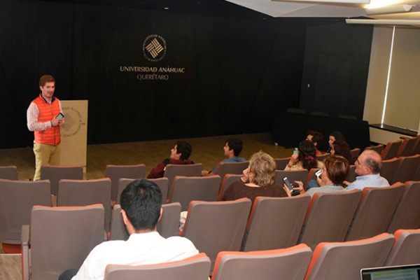 Christopher Galfard cancela conferencia en la Anáhuac