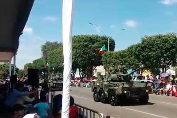 Vehículos blindados y armas lucen en el desfile militar