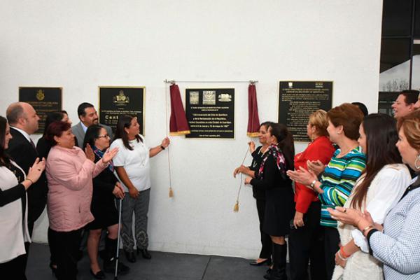 Develan placa por el 150 aniversario del sitio de Querétaro