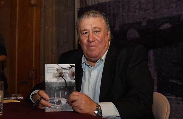 """Juan Antonio Isla presentó su libro """"Bajo los Almendros"""""""