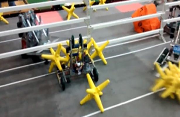 Queretanos participan en competencia internacional de robótica