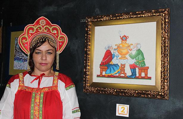 Natasha Choubnaya inauguró exposición de Rusia