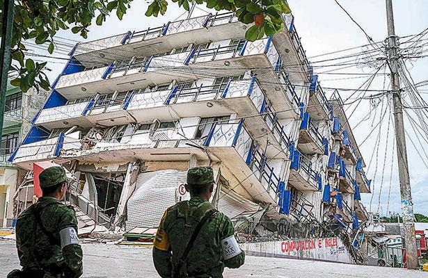 Van 61 los muertos tras sismo
