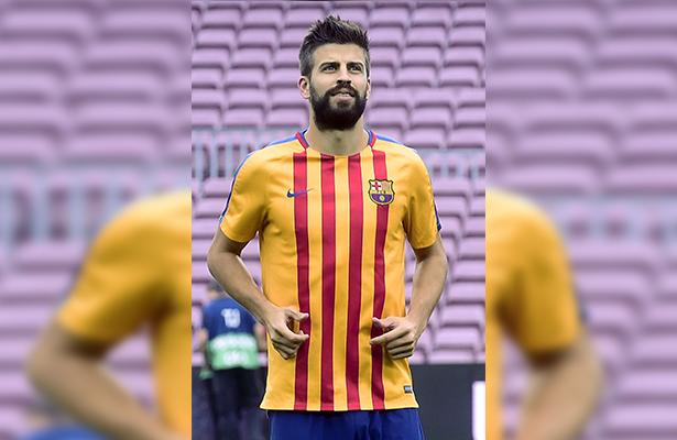 Piqué en el centro de los focos al unirse a la selección española