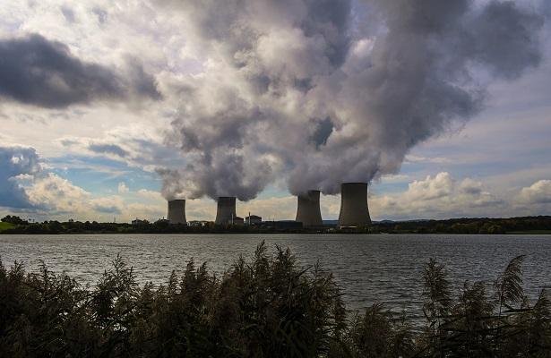 Greenpeace irrumpe en una central nuclear francesa para alertar de riesgos
