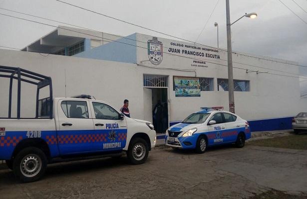Atracan escuela en San Juan del Río