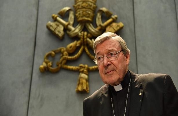 Comparece cardenal australiano Cardinal George Pell
