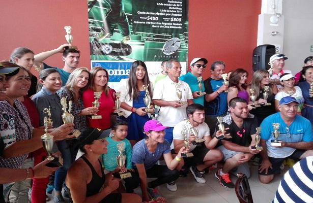 Tenistas de Corregidora consiguen dos trofeos