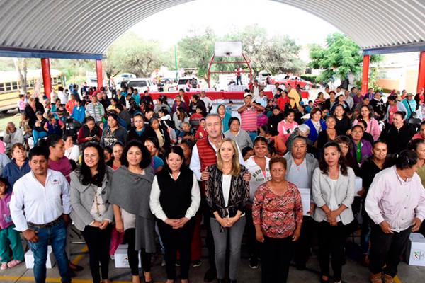 Entrega Calzada apoyos alimentarios a 250 familias