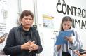 HABITANTES damnificados de la colonia Manantiales que fueron detenidos, dieron su testimonio a la representante de la Defensoría de los Derechos Humanos.