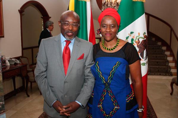 Gira del embajador de Sudáfrica por Amealco