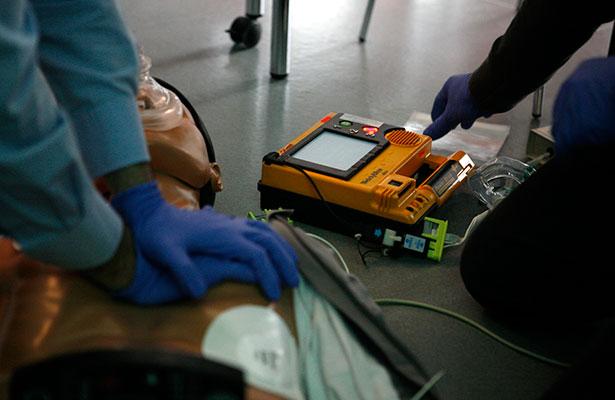 Instalan 93 equipos de auxilio cardiaco