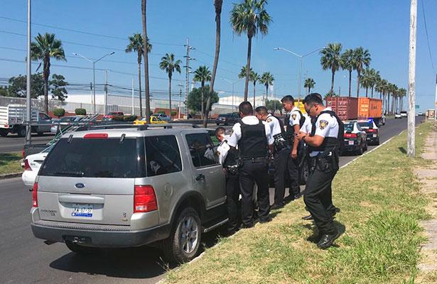 Pistolero agresivo; sacó un arma de fuego amenazando a un taxista