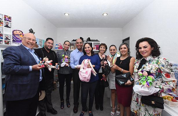 """Inauguran Marcos y Tere tienda """"Manos Queretanas"""""""