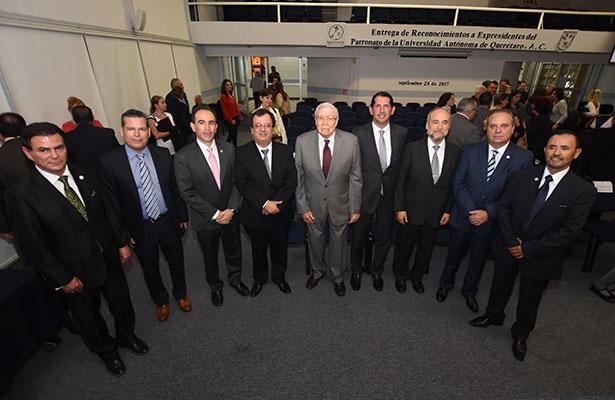 Reconocimientos a ex presidentes del Patronato de la UAQ