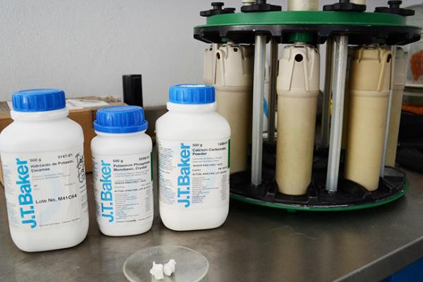 Ingenieros UAQ desarrollan nanomaterial que reemplaza con éxito al tejido óseo