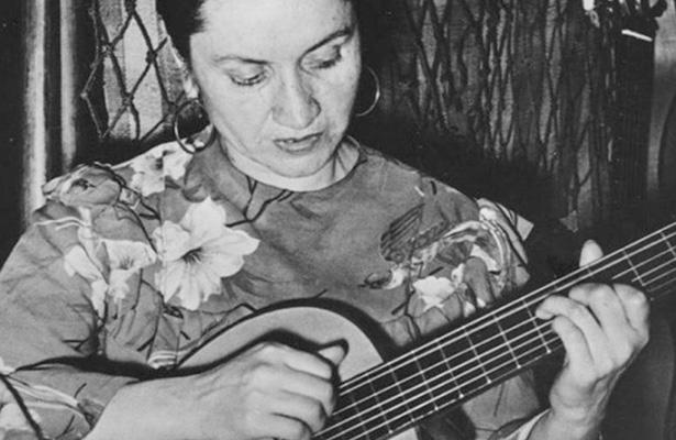 Celebran chilenos a la cantautora Violeta Parra a 100 años de nacida